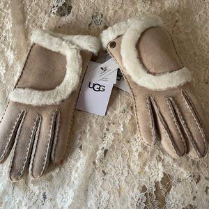 NWT UGG gloves